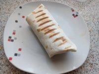 Tortilla plněná mletým masem a zeleninou