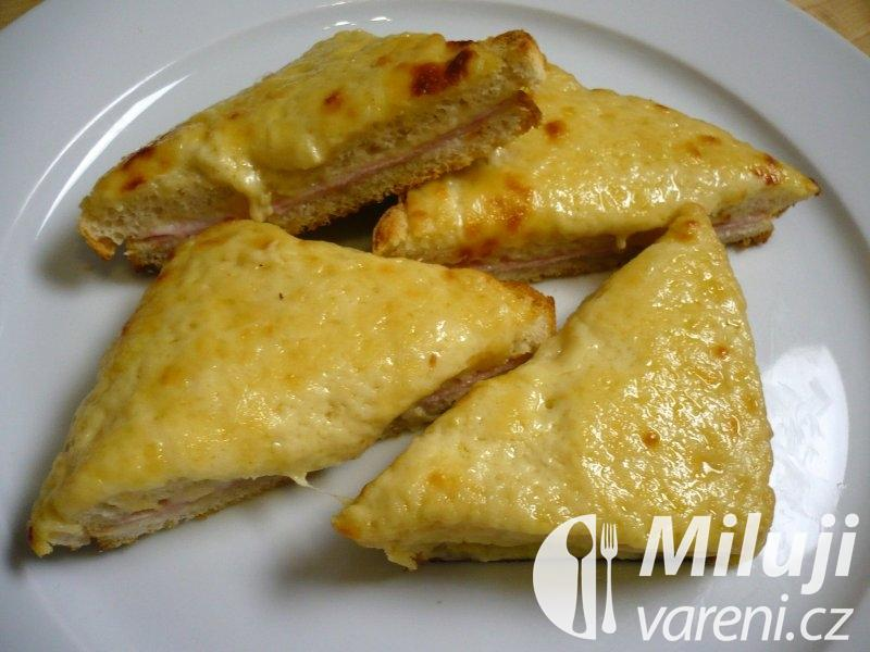 Sendvič croque monsieur