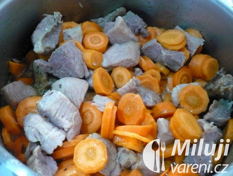 Vepřové maso dušené v mrkvi