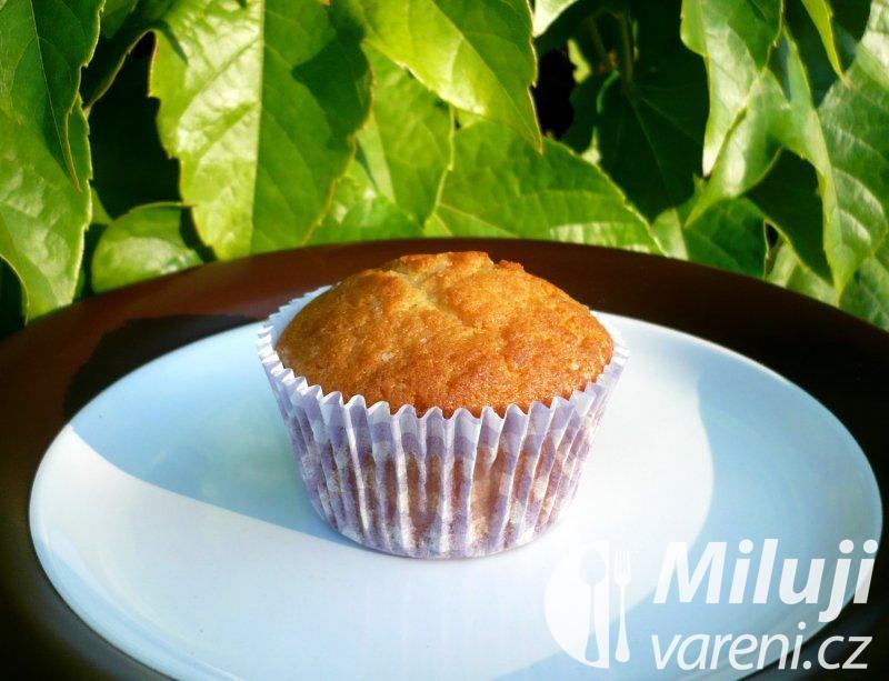Jogurtové muffiny se zlatými hrozinkami