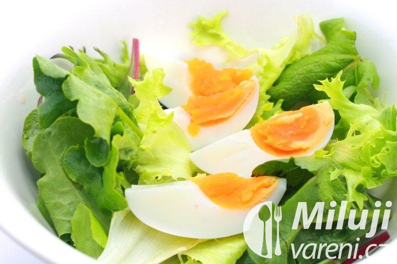 Cibulový salát mimóza