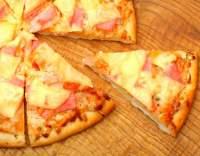 Pizza se šunkou a ananasem