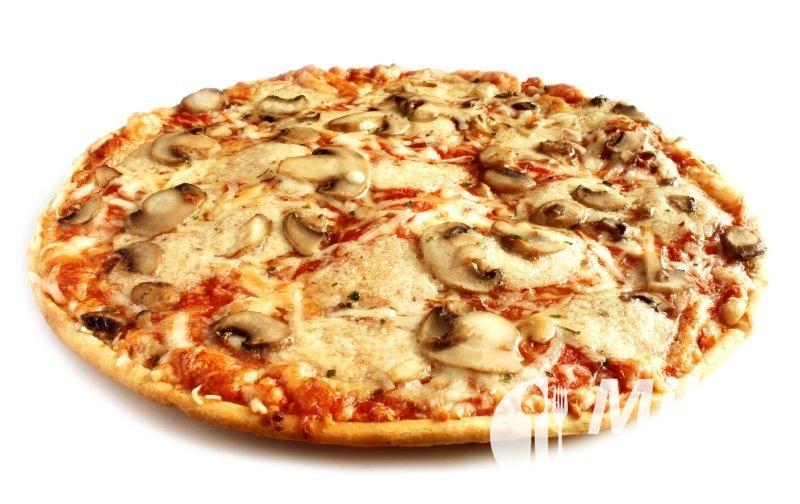 Pizza se žampiony a čedarem