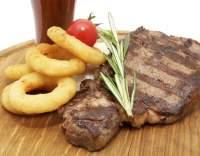 Hovězí steaky s cibulovými kroužky