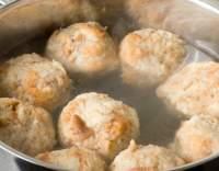 Knedlíky ze syrových brambor