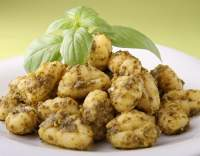 Grilované brambory s pestem a parmezánem