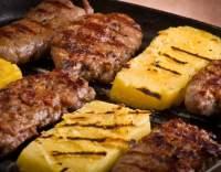 Grilované vepřové maso s polentou
