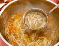 Polévka ze zvěřiny s knedlíčky a nudlemi