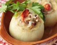 Cibule plněná nádivkou ze šunky