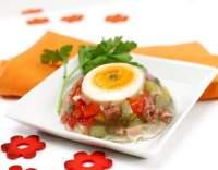 Aspik se zeleninou a vejcem