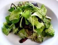 Míchaný listový salát s vinaigrettou