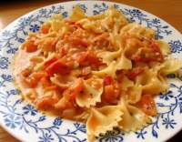 Těstoviny s Nivou a rajčaty