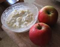 Jogurtový krém s jablky a medem