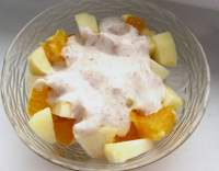 Ovocný salát s jogurtem a medem
