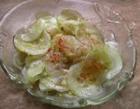 Okurkový salát s česnekem