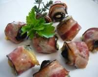 Olivy ve slanině a sýru