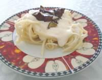 Špagety se smetanovou omáčkou a houbami