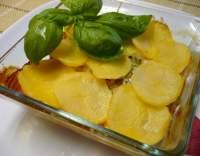 Zapečená kuřecí prsa s bramborami a rajčaty