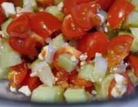 Rajčatový salát s balkánským sýrem