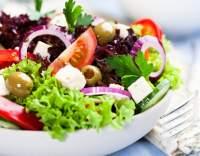 Řecký salát s černými olivami