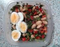 Salát z fazolí s vejcem