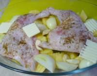 Kuře pečené s cibulí a bramborami