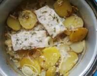 Pečená treska s jogurtovou marinádou a bramborami
