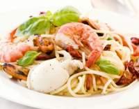 Těstoviny s mořskými plody v bylinkové omáčce