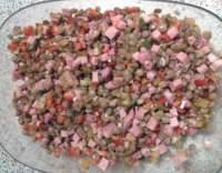 Čočkový salát s vejcem a uzeninou
