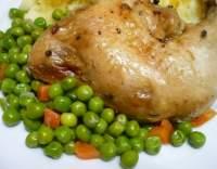 Kořeněná kuřecí stehna v hrášku