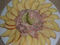 Jablečný salát s uzeným pstruhem